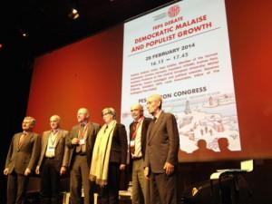 Axel Schäfer besuchte den Kongress der Europäischen Sozialdemokraten in Rom: (v.l.) Massimo D'Alema (Präsident FEPS), Christos Dervenis, Axel Schäfer, Andrea Peto, Michel Wieviorka und Stefano Rodota.